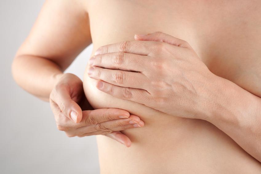 Hommes avec des implants mammaires pasadena